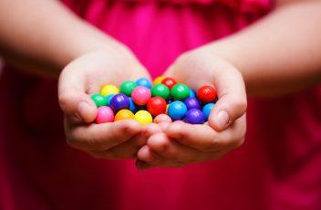 Giving makes us happy (medium)